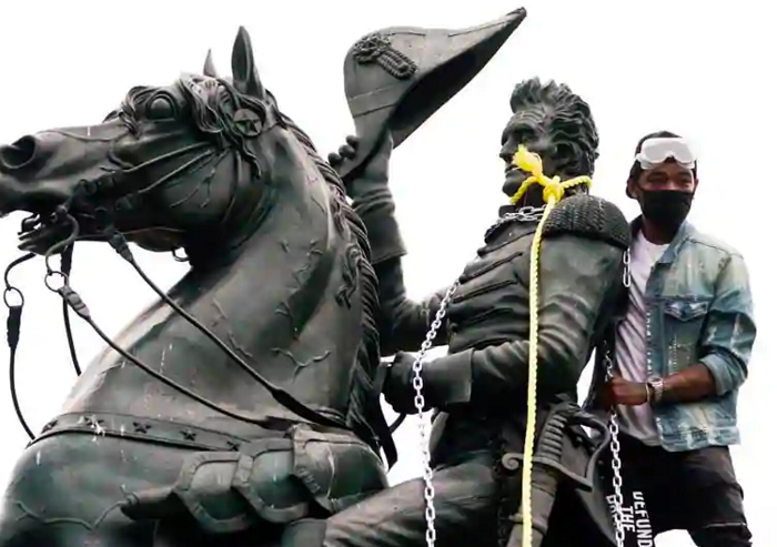 BLM/Antifa proto-hominids attack Jackson statue (6/22)